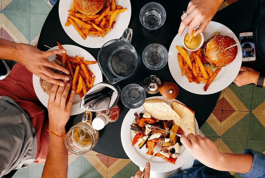 Kalorien: beim Abendessen auf die Fallen achten!
