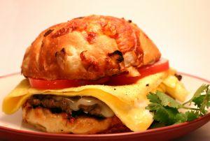 Käse, Kalorien und Abnehmen gehören nicht zur Gewichtsreduktion